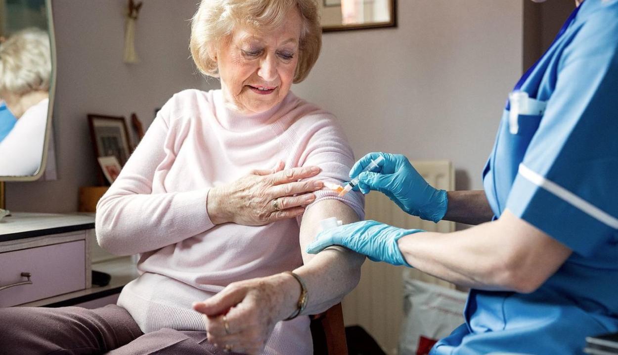 Alacsony az influenza ellen beoltott idősek aránya Romániában