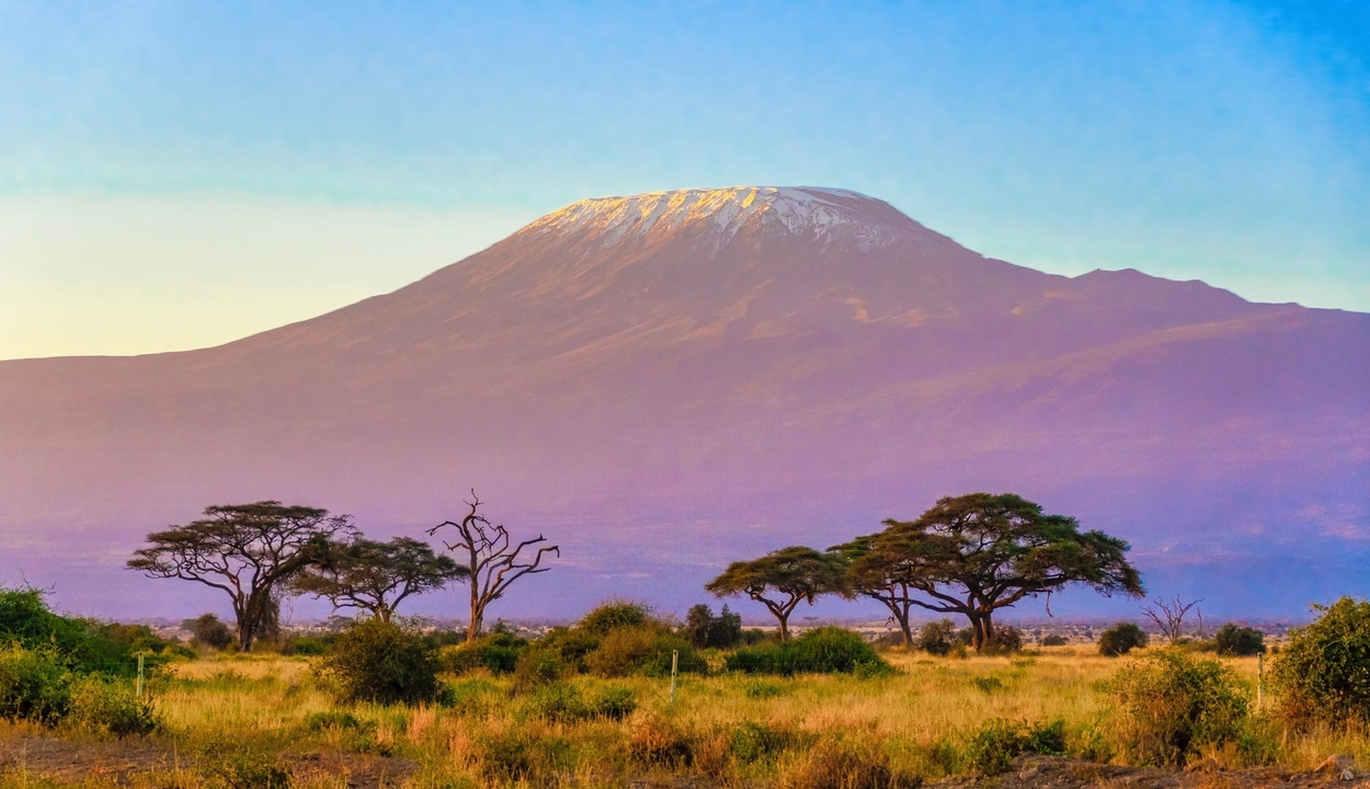 Tűz ütött ki Afrika legmagasabb hegyén, a Kilimandzsárón
