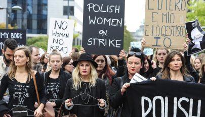 Alkotmányellenesnek találta a lengyel alkotmánybíróság a beteg magzatok művi vetélését