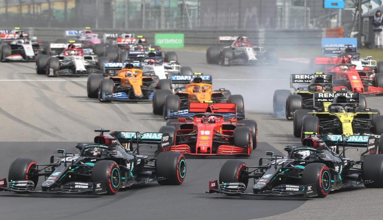 Forma-1: Hamilton nyerte az Eifel Nagydíjat és beállította Schumacher győzelmi rekordját