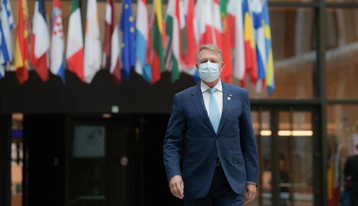 Iohannis: az oltási bizonyítványt orvosi célokra kellene felhasználni