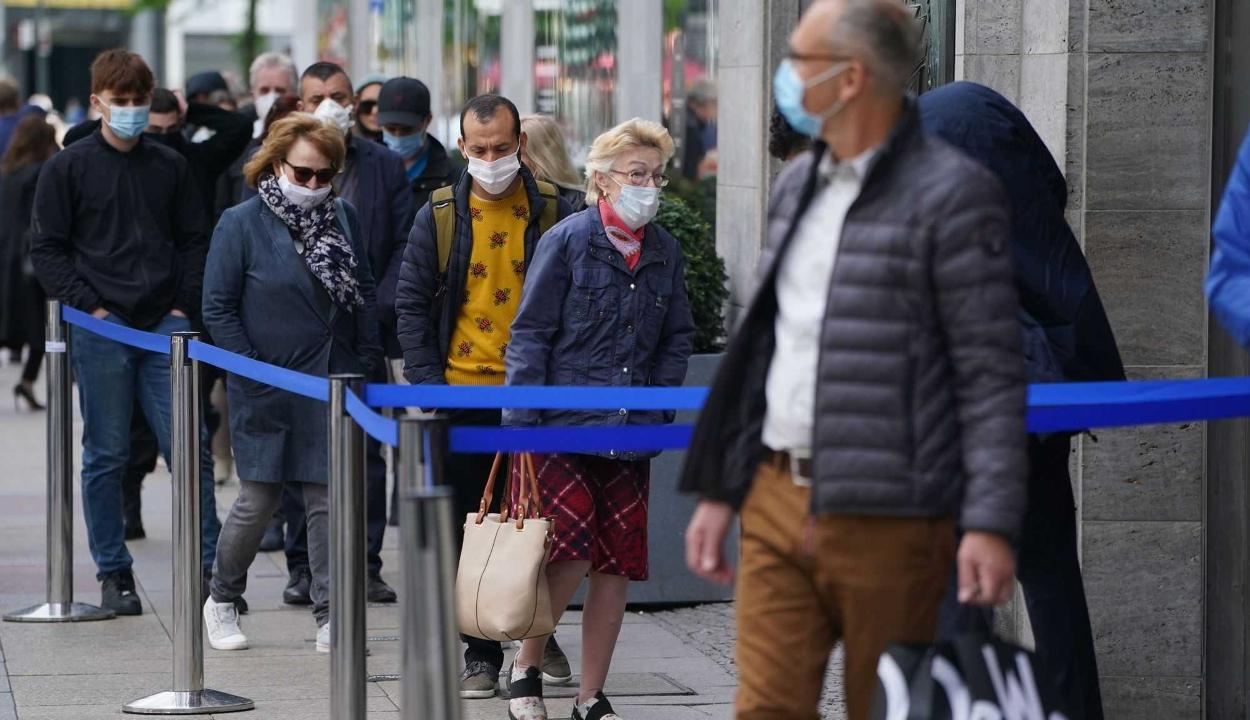 Kötelezővé válhat a maszkviselés azokban a megyében, ahol 1,5 ezreléknél nagyobb a fertőzöttségi ráta