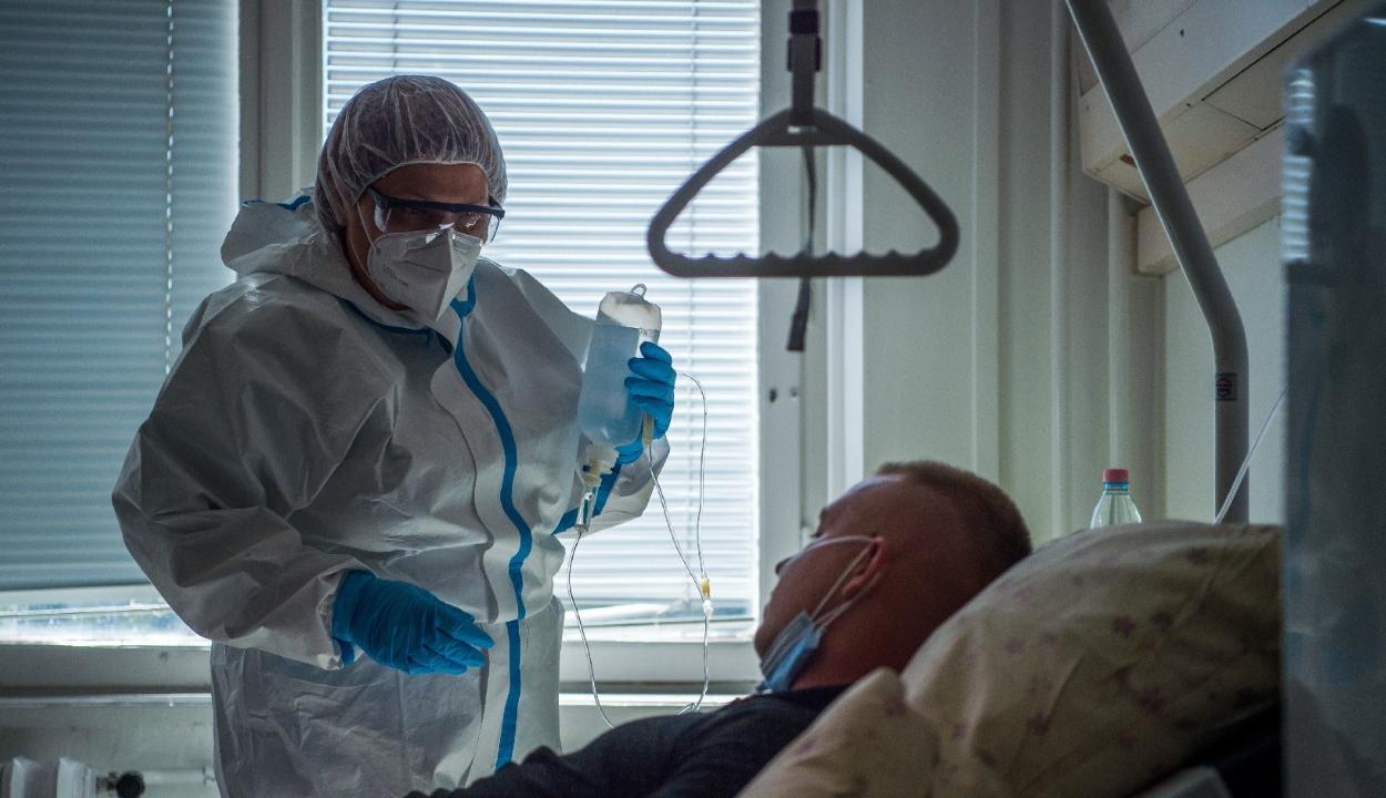 Egyre több a beteg az amerikai kórházakban, több tagállamban nem elég az ágy és az orvos