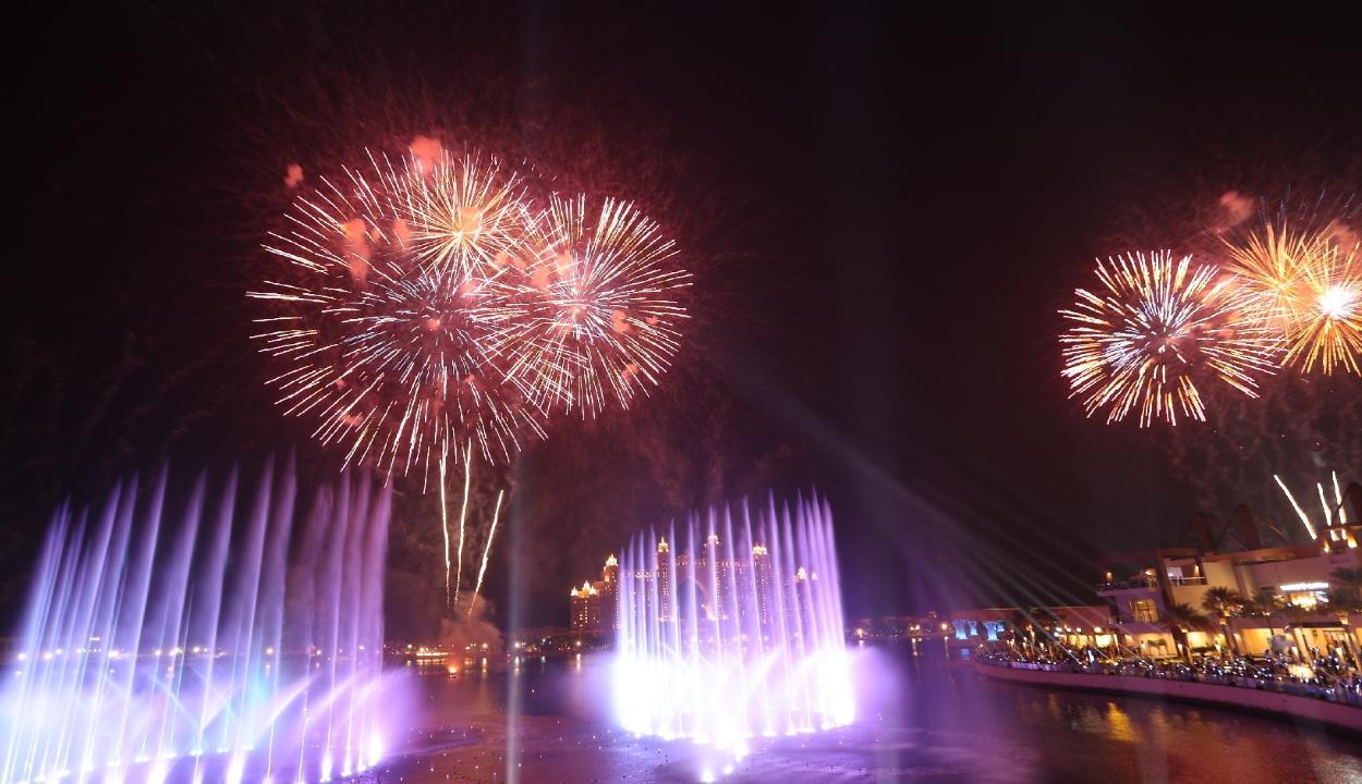Dubajban felavatták a világ legnagyobb szökőkútját