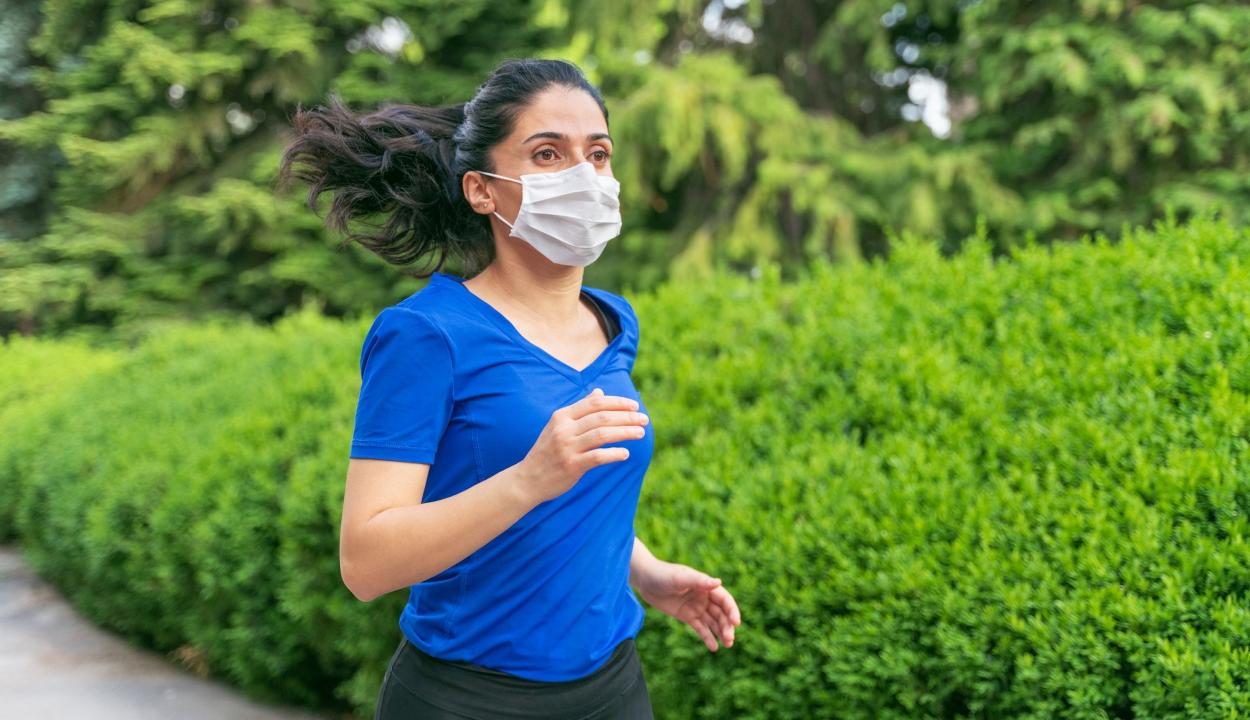Orban: a szabadban kocogó személyeknek nem kell maszkot viselniük, de ne érintkezzenek másokkal