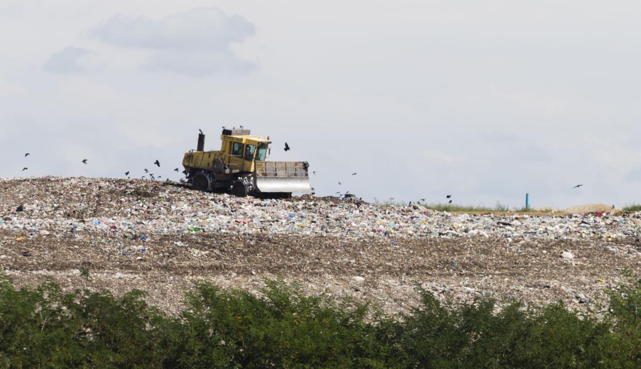 Az EB felszólította Romániát, hogy két hónap alatt zárja be 15 illegális hulladéklerakóját