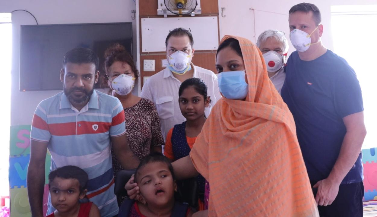 Szétválasztott bangladesi ikrek: koponyarekonstrukciós műtétet hajtottak végre a magyar orvosok