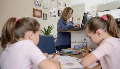 Hivatalos: szabadnapot vehetnek ki a szülők, amikor gyerekeik online oktatásban részesülnek