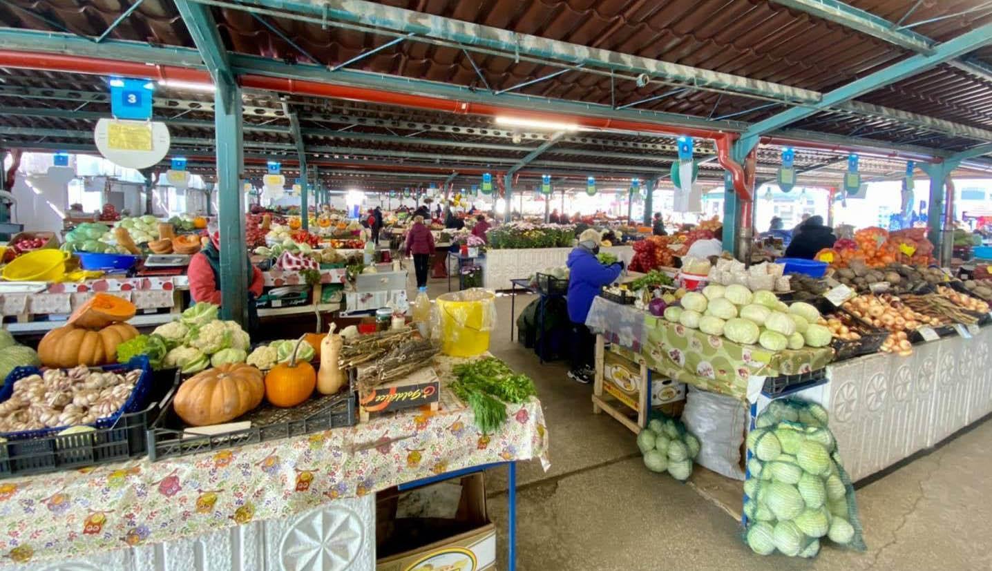Képviselőház: nyitva maradhatnak a beltéri piacok