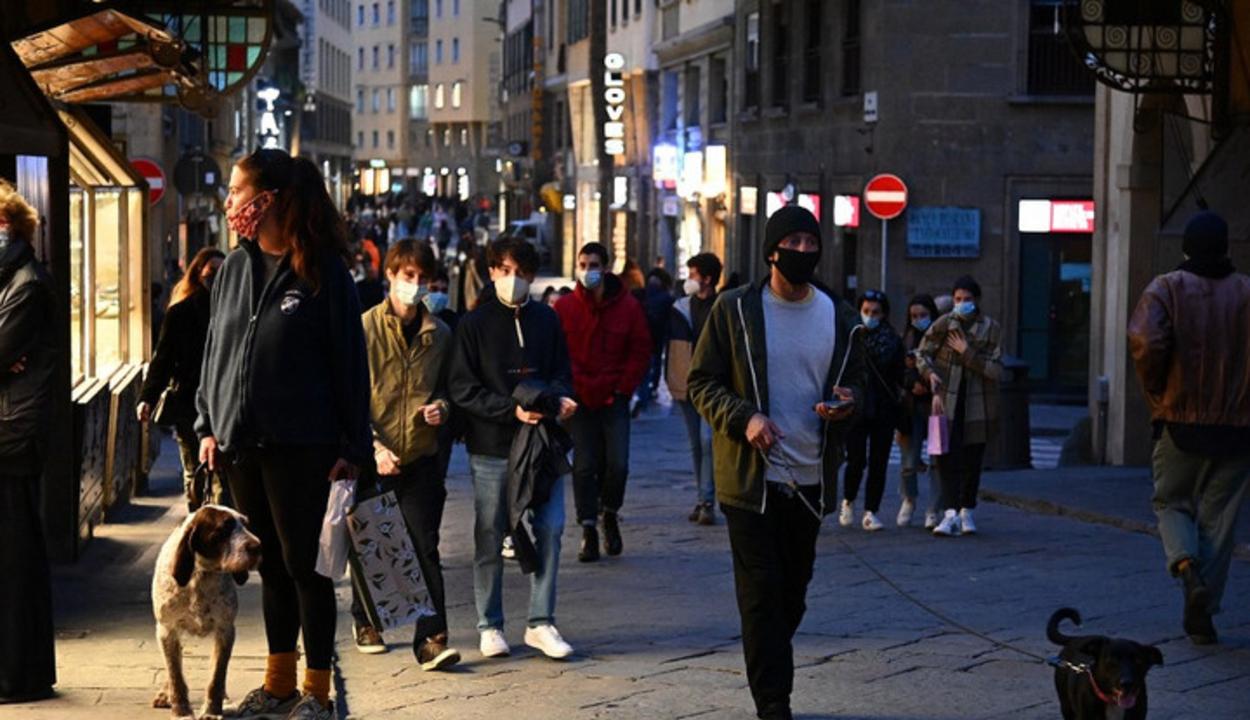 Nápoly és Firenze utcáit tömegek lepték el