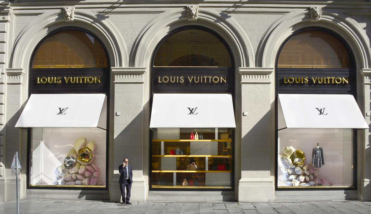 A luxusipar eladása 23 százalékkal eshet
