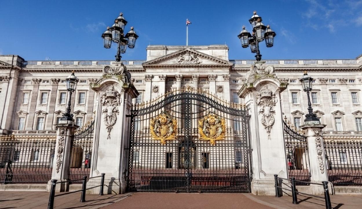 Háromezer műtárgyat költöztettek át a Buckingham-palotából