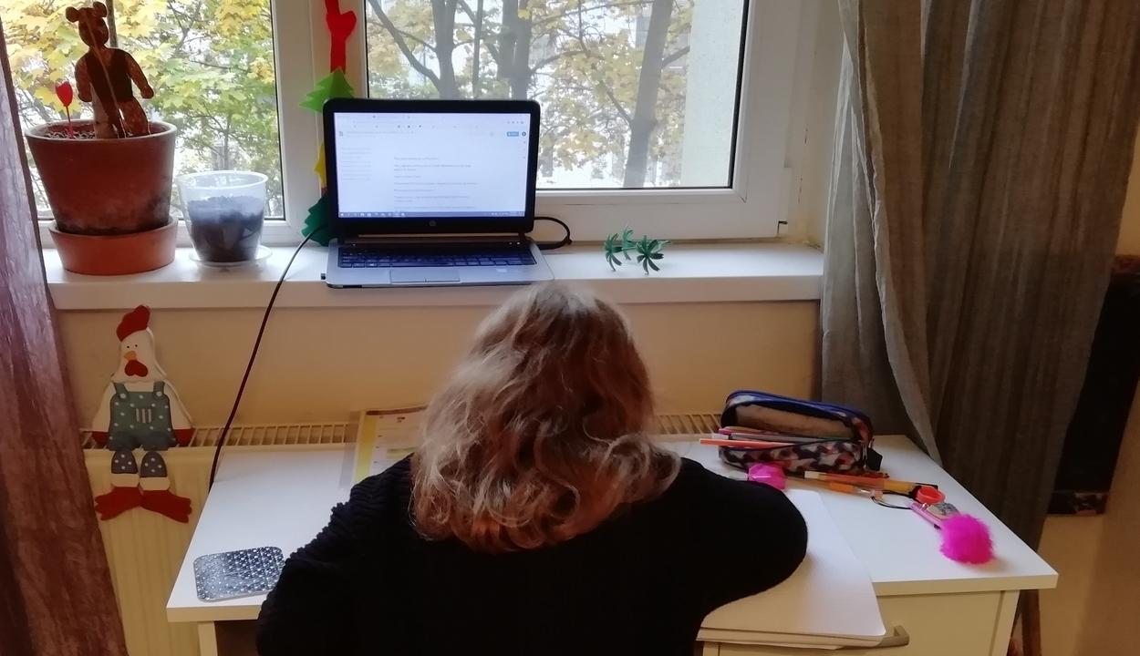 Hogyan hat az online oktatás a gyerek szociális fejlődésére?