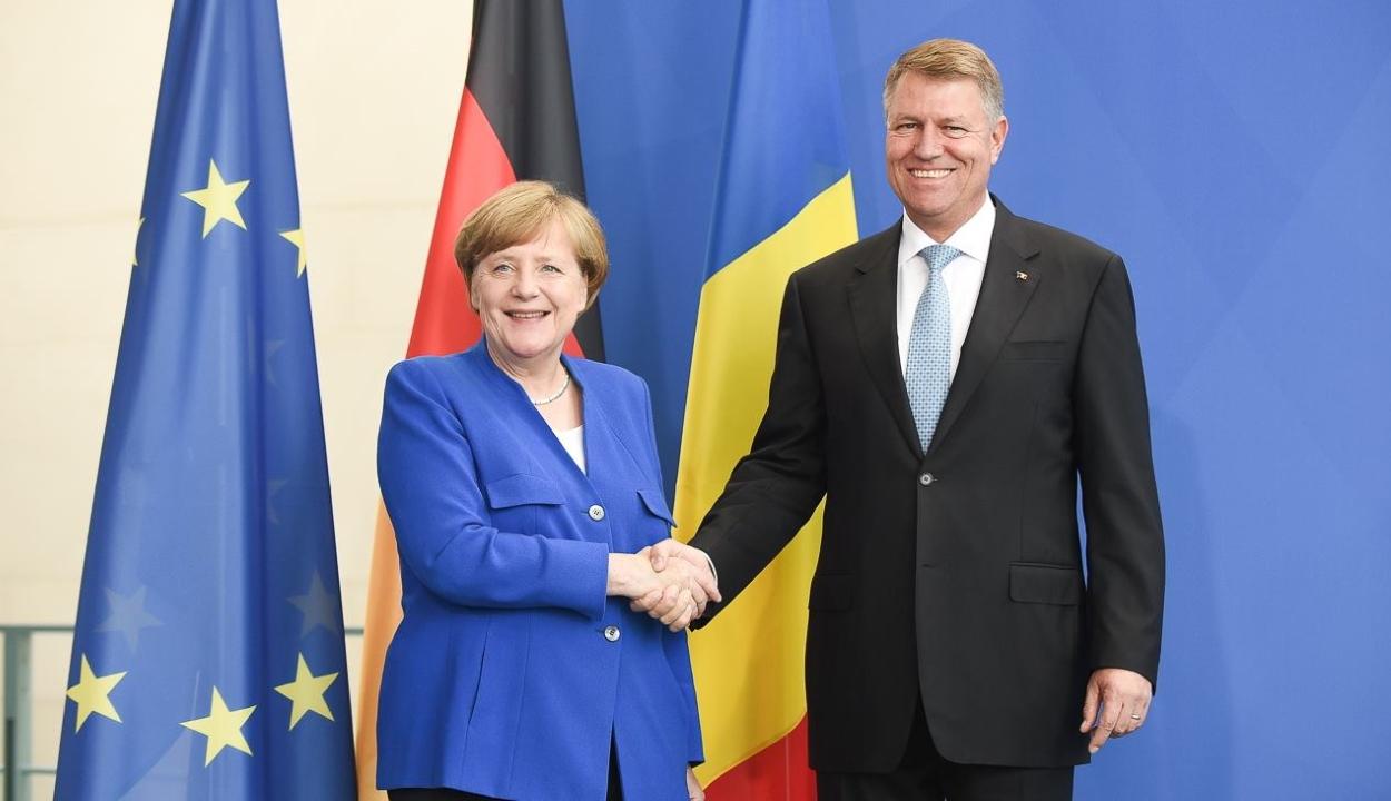 A COVID-járványról és az EU-költségvetésről beszélt telefonon Iohannis és Merkel