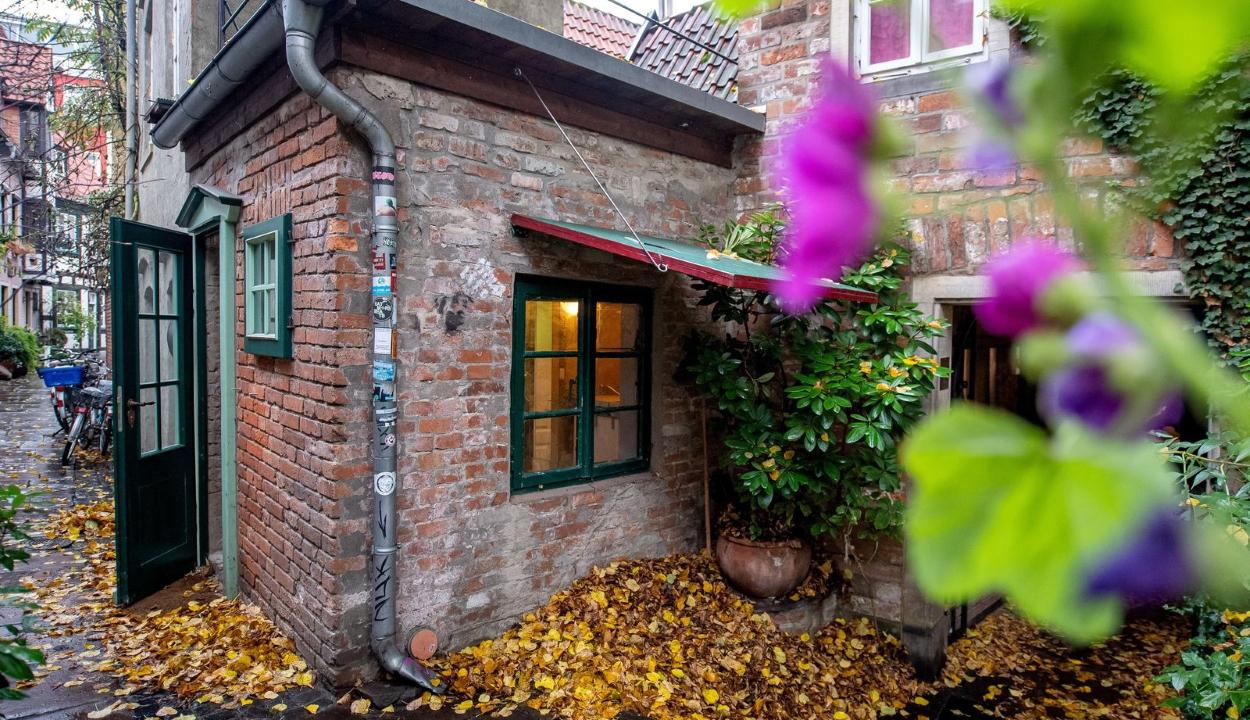 Egy 77 éves férfi 77.777 euróért árul egy 7 négyzetméteres házat