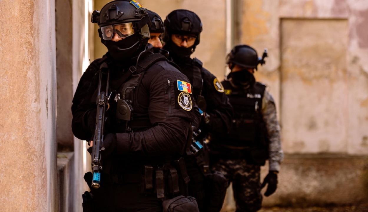 386 házkutatást tart egyidőben a DIICOT és a rendőrség az ország 28 megyéjében