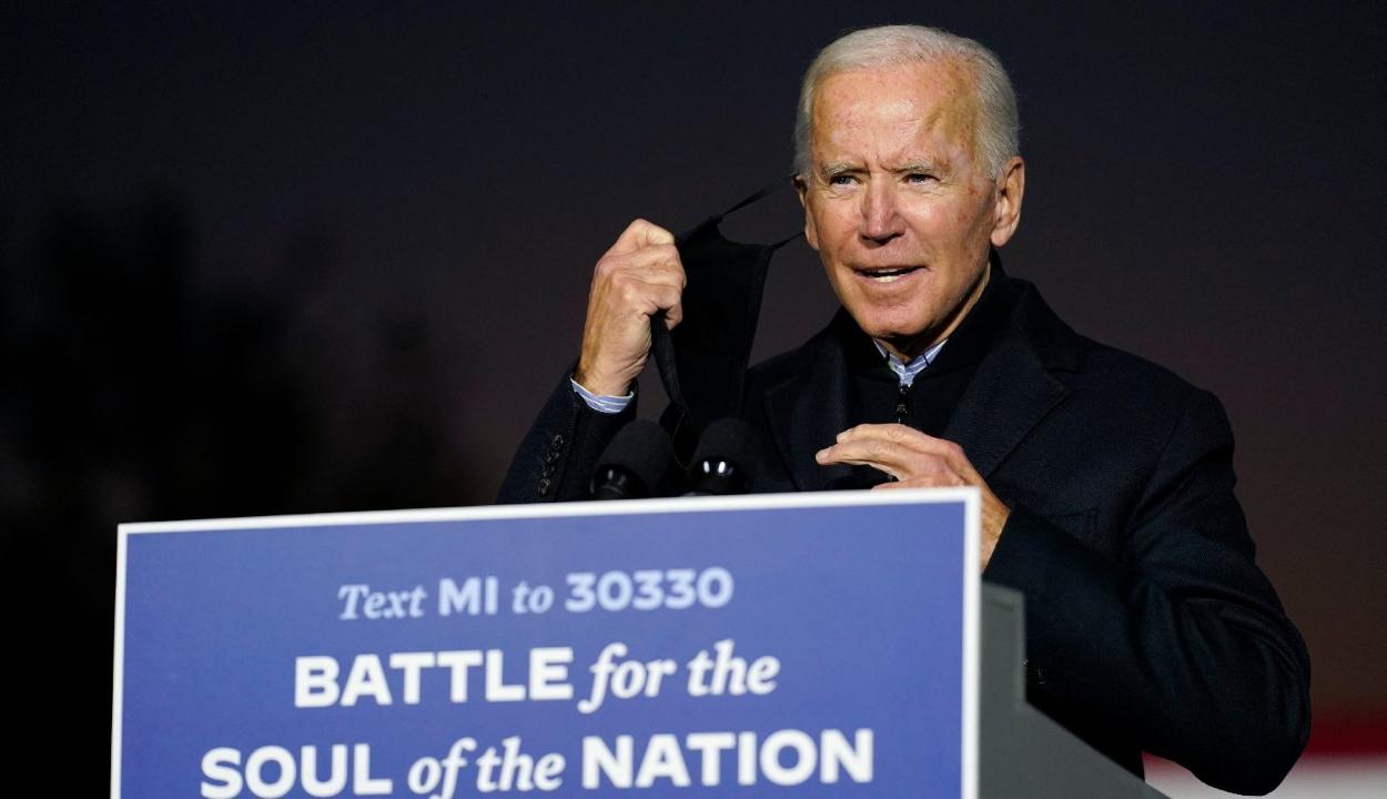 Biden bírálta Trump híveit, akik zaklattak egy demokrata párti kampánybuszt