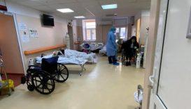 Elfogytak a helyek, a folyosón kezelik a koronavírusos betegeket a Matei Balș kórházban