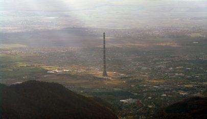 Kikapott kedvenc csapata, felmászott az ország legmagasabb tornyába