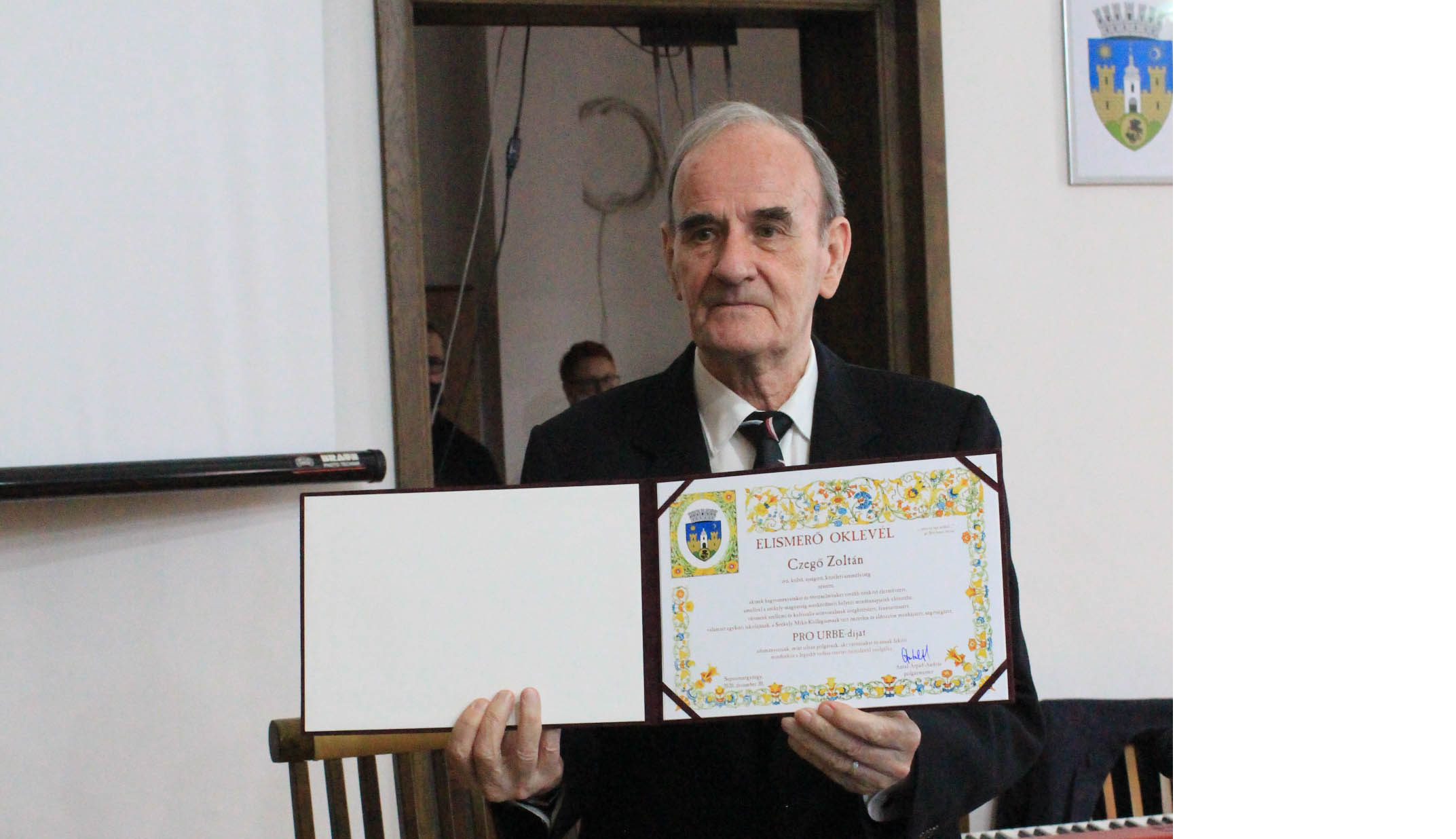 Átvette Czegő Zoltán a Pro Urbe díjat