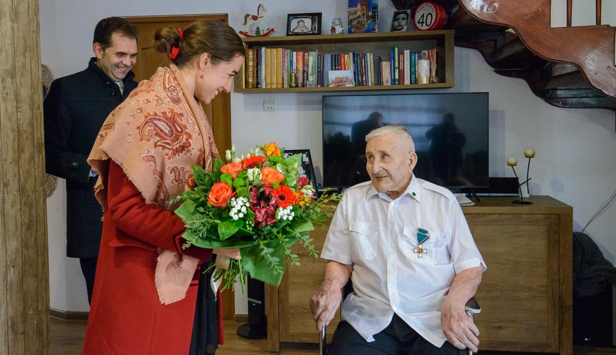A 100. életévét betöltött Nagy Sándor veterán honvédet köszöntötték
