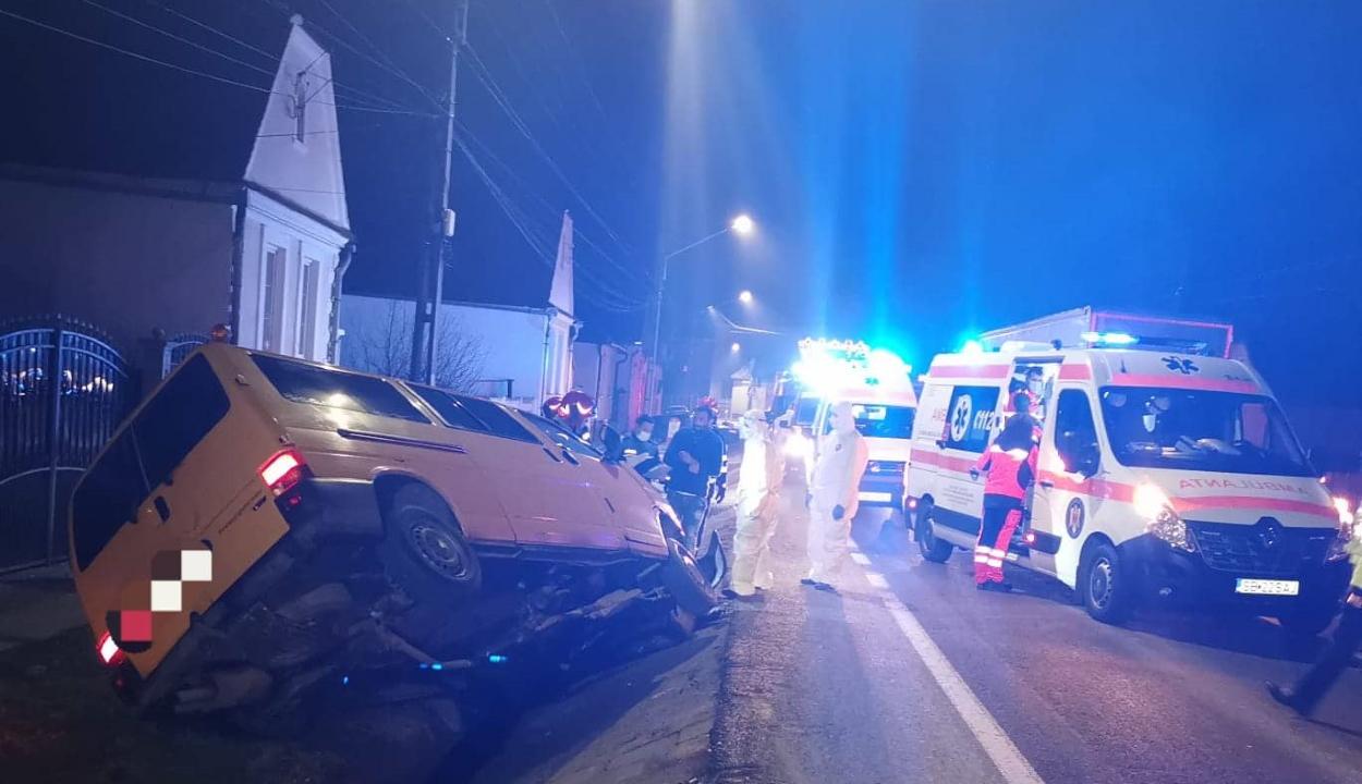 Háromszékre tartó mikrobusz balesetezett Szeben megyében