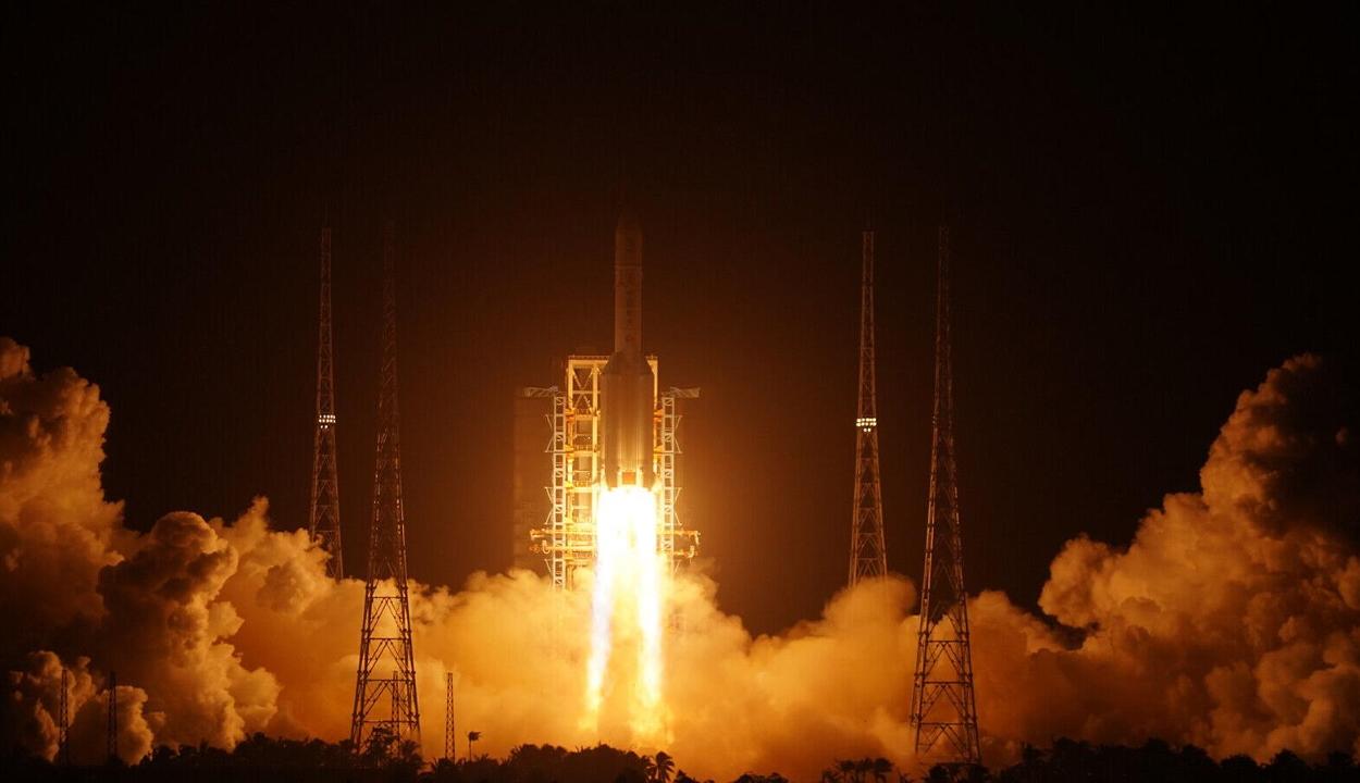 Történelmet írtak a kínaiak a Csang'o-5 űrszondával