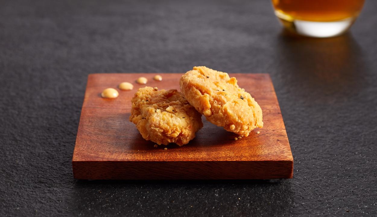 A világon elsőként engedélyezték mesterséges csirkehús értékesítését Szingapúrban