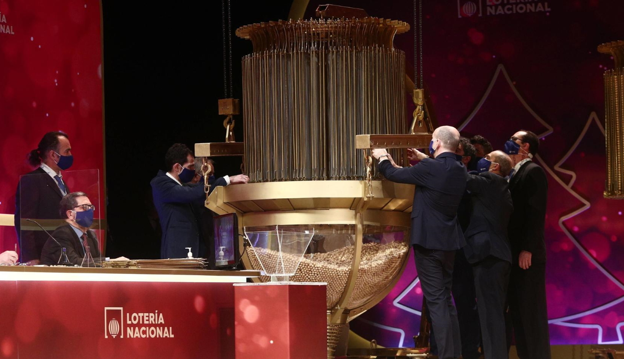 Mintegy 200 millió eurót nyertek egy spanyol cég dolgozói a karácsonyi lottón