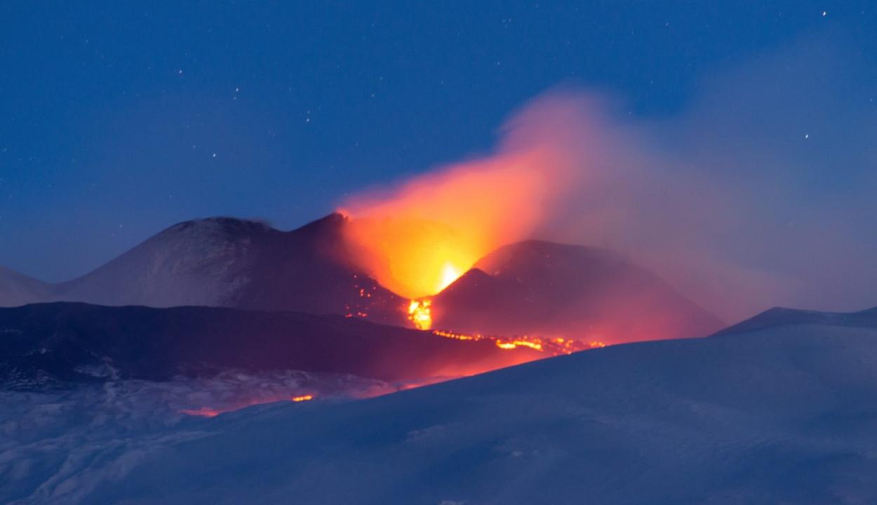 Kitört az Etna, földrengés rázta meg Szicíliát