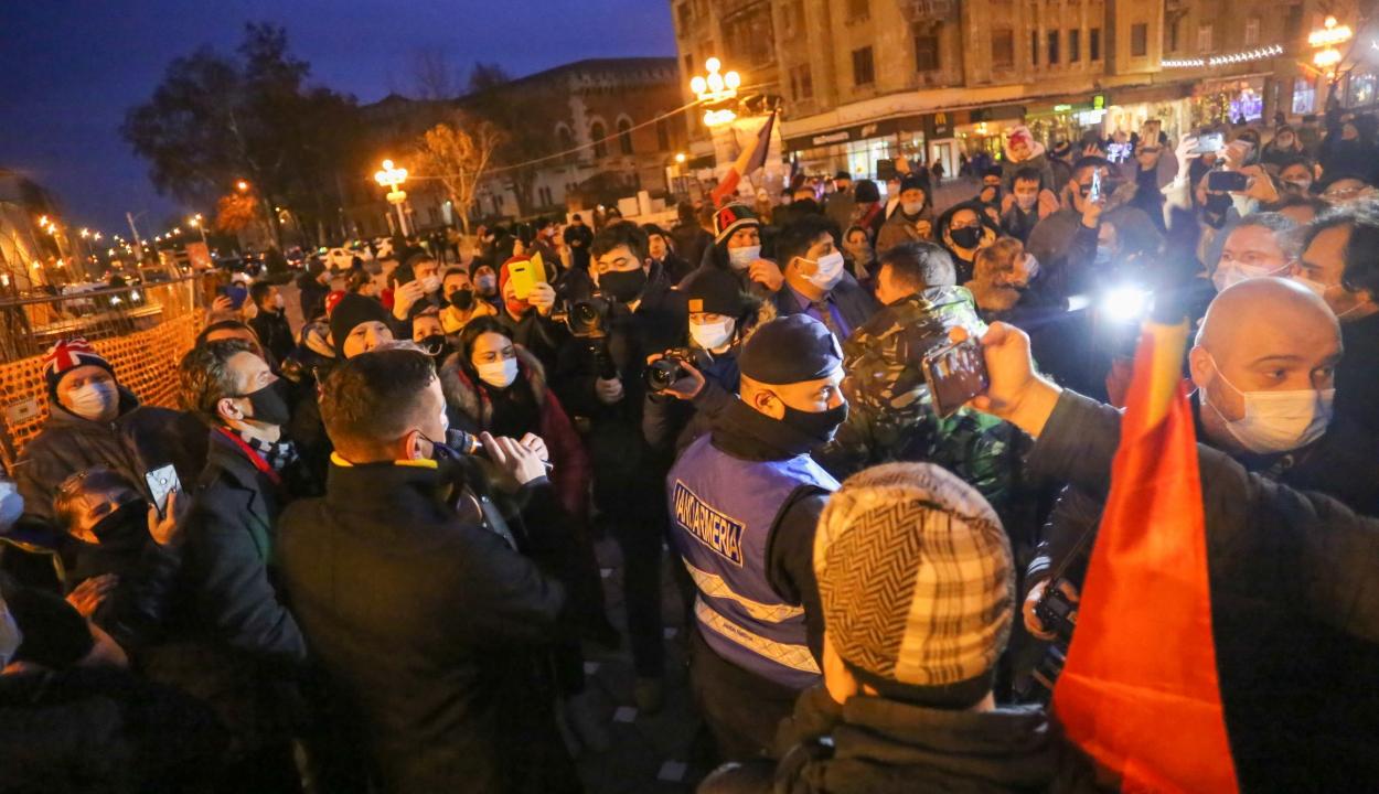 Kifütyülték a forradalmárok az AUR vezetőjét a temesvári megemlékezésen