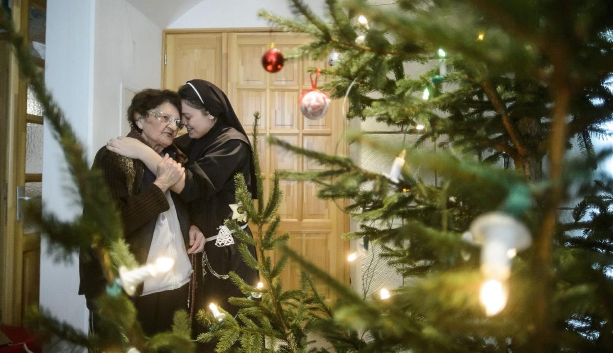 A WHO szerint életmentő lehet, ha elmarad a karácsonyi ölelés