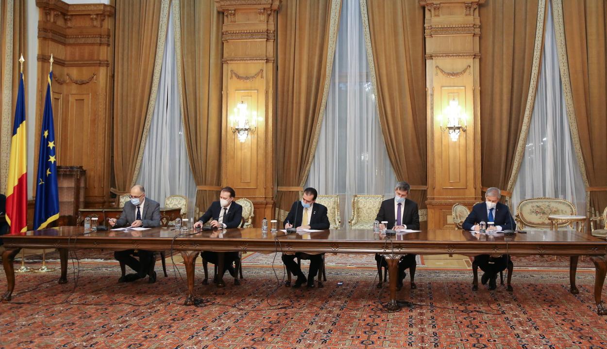 Aláírták a koalíciós megállapodást a PNL, az USR-PLUS és az RMDSZ vezetői