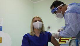Január végéig az egészségügyi személyzet 85%-a megkaphatja a COVID-19 elleni oltást