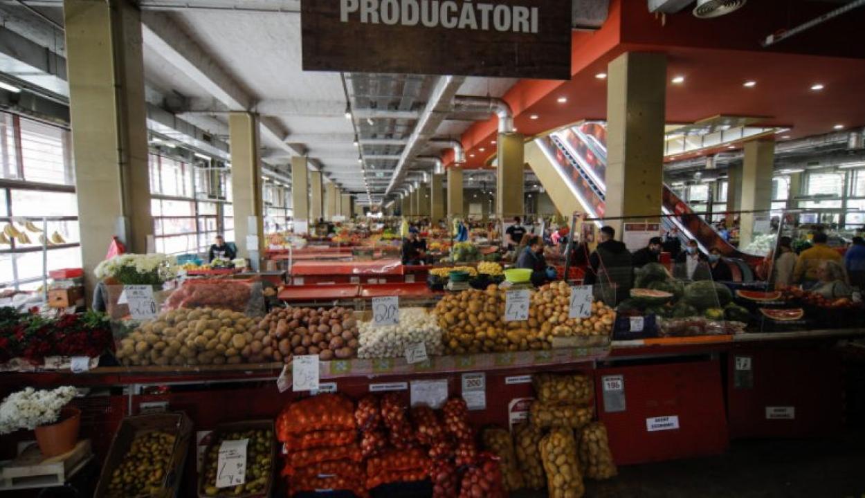 Iohannis: a hét végétől ismét kinyithatnak a beltéri piacok