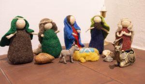 Zsuzsa és Luca idén nemezből készítette el a betlehemi figurákat. A körülményeknek köszönhetően ebben az évben több idő jutott ilyen programokra