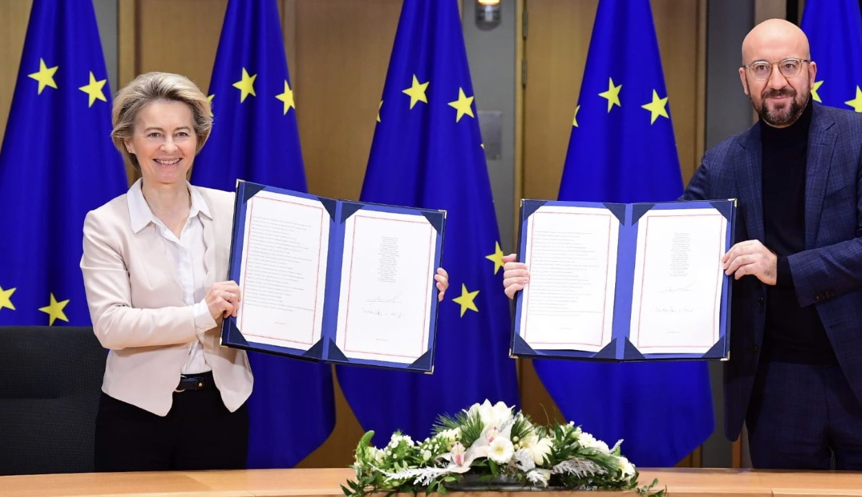 Az EU-vezetők aláírták a brit-uniós kereskedelmi kapcsolatokról szóló megállapodást