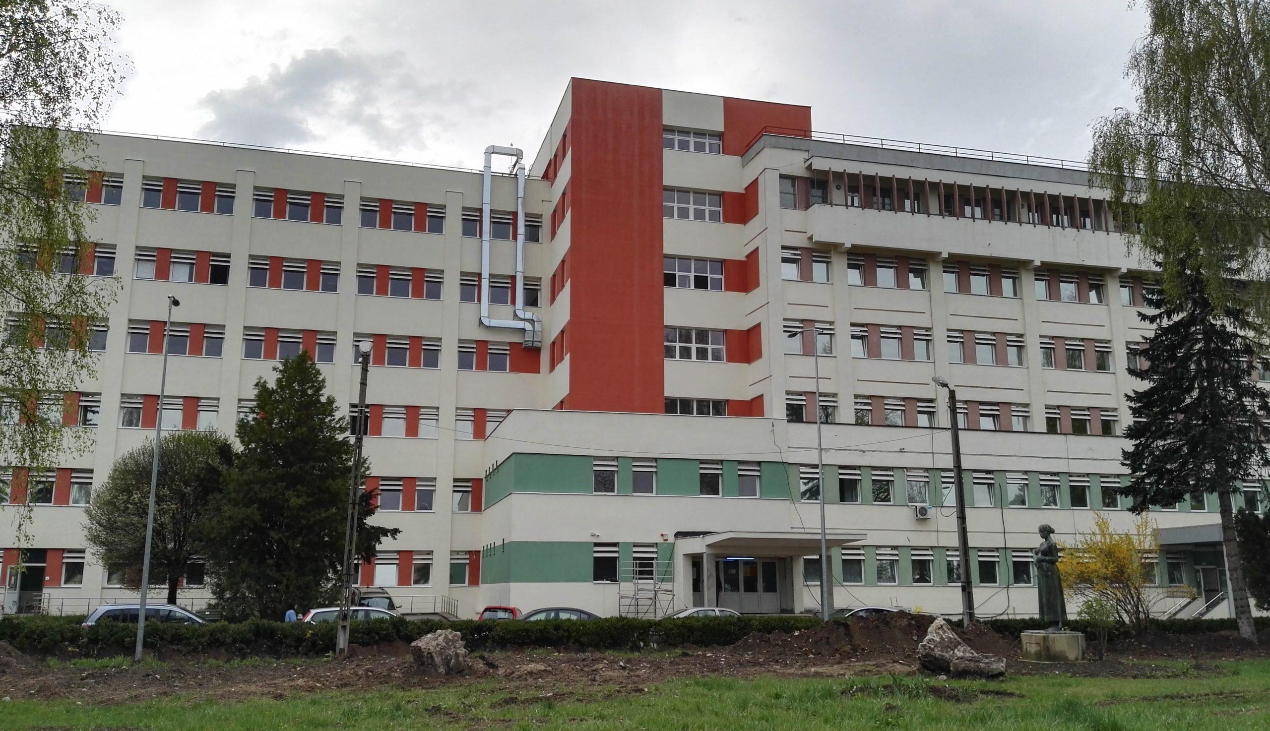 A megyei kórház alkalmazottainak közel 40 százalékát immunizálták