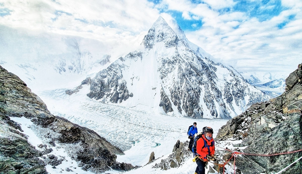 Serpák mászták meg a Föld második legmagasabb csúcsát