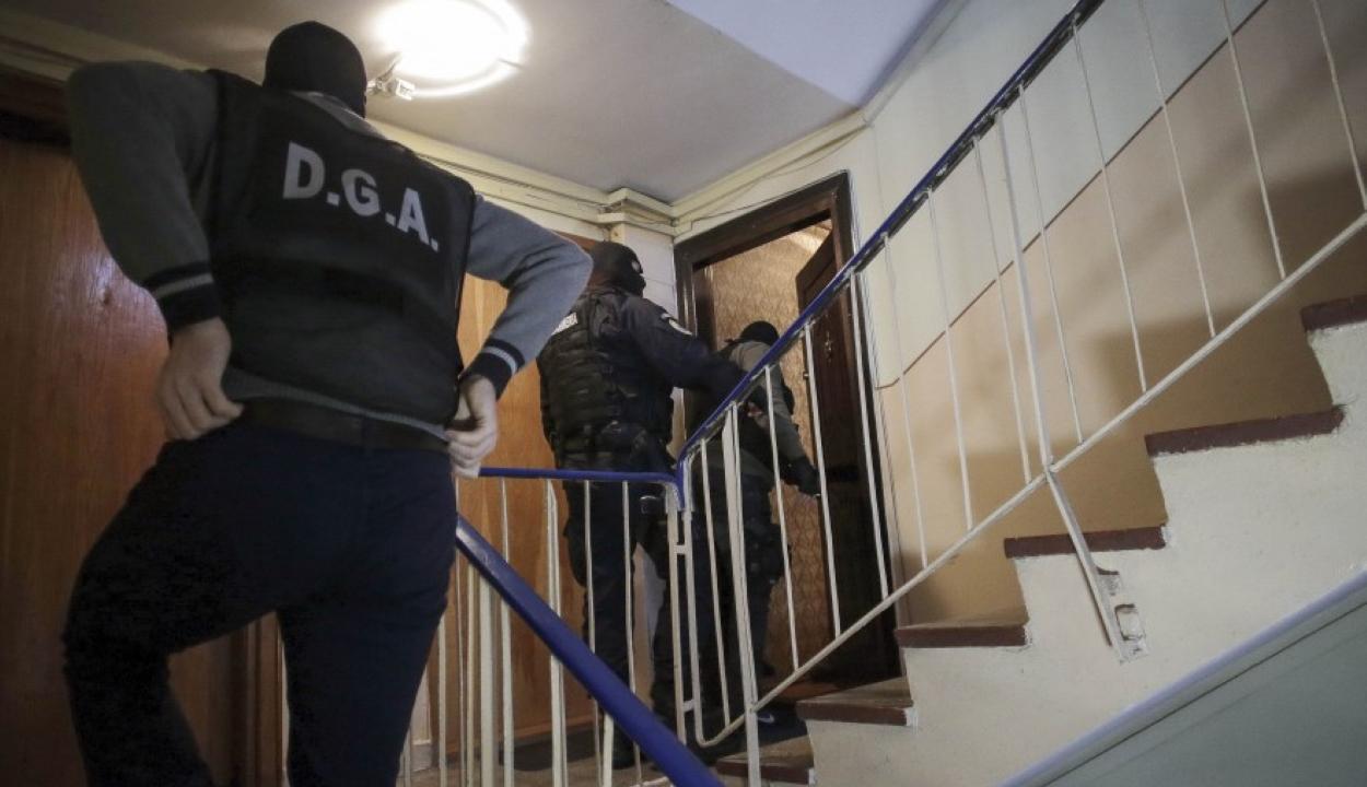 Egy ruhásszekrényben rejtőzve találtak meg egy Magyarországon lopásért körözött nőt Bukarestben
