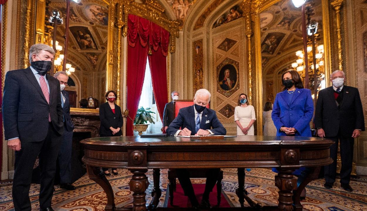 Meghozta első elnöki rendeleteit Joe Biden