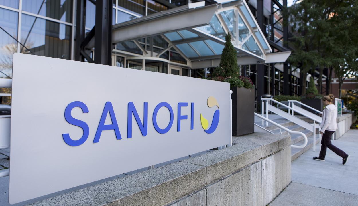A francia Sanofi besegít a Pfizer-BioNTechnek az oltóanyaga gyártásába
