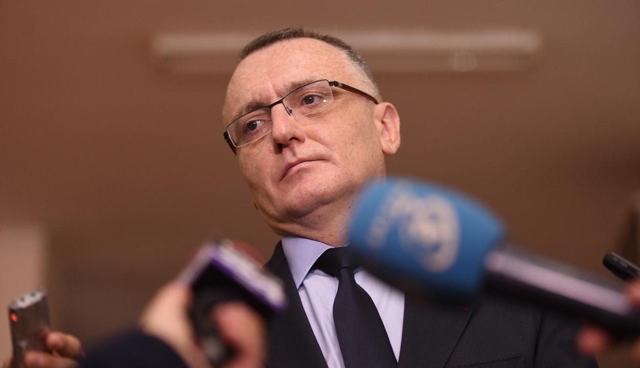 Cîmpeanu: február 8-án a 2,9 millióból 1,4 millió tanuló térhetne vissza az iskolapadba