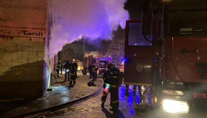 Tűz ütött ki péntek éjjel egy sepsiszentgyörgyi tömbház földszintjén