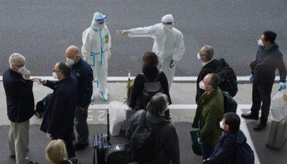 Megérkeztek Kínába a WHO szakértői a koronavírus eredetének felkutatására