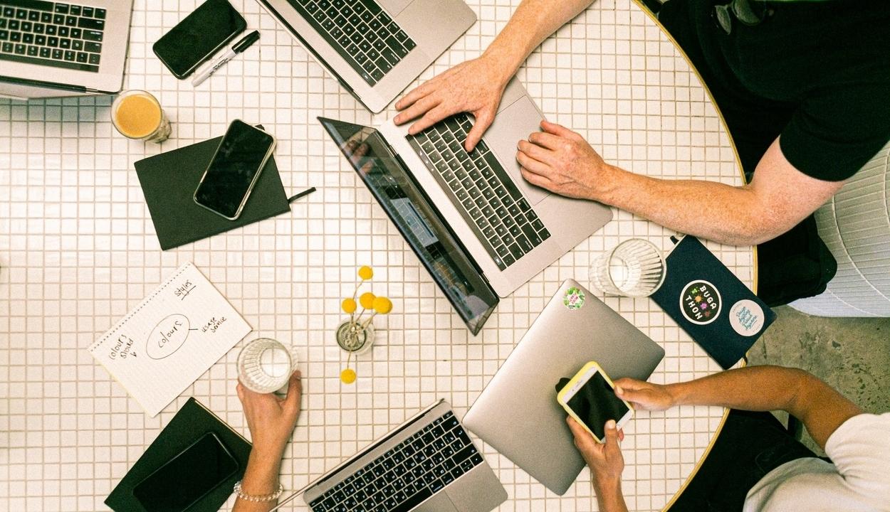 A digitális munka szabályozása szükséges