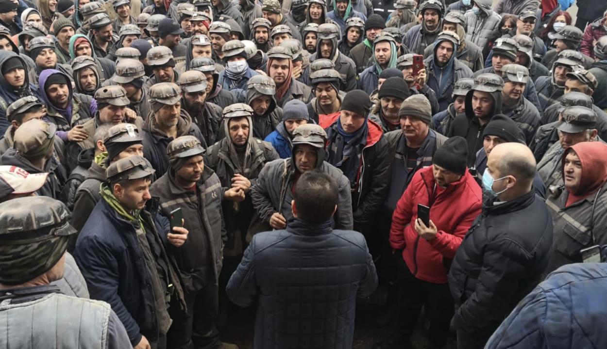 Abbahagyták a tiltakozó akciókat a Zsil-völgyi bányászok