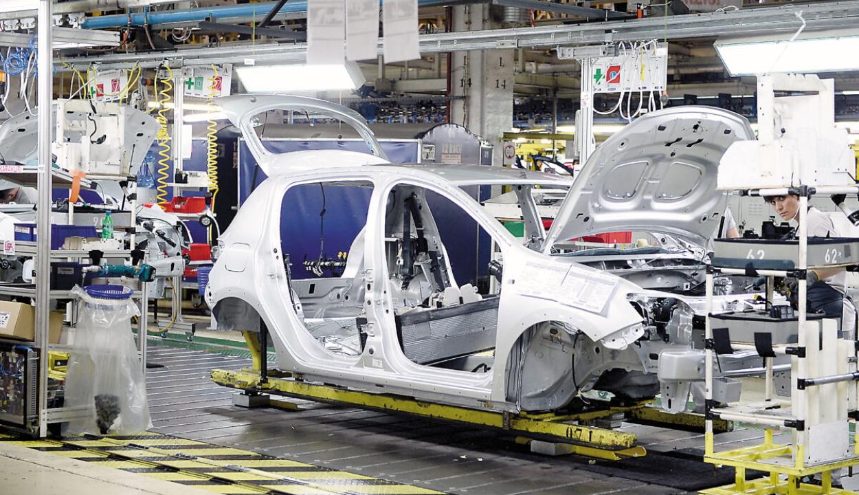 Ideiglenesen felfüggesztette a járműgyártást a Dacia romániai üzeme