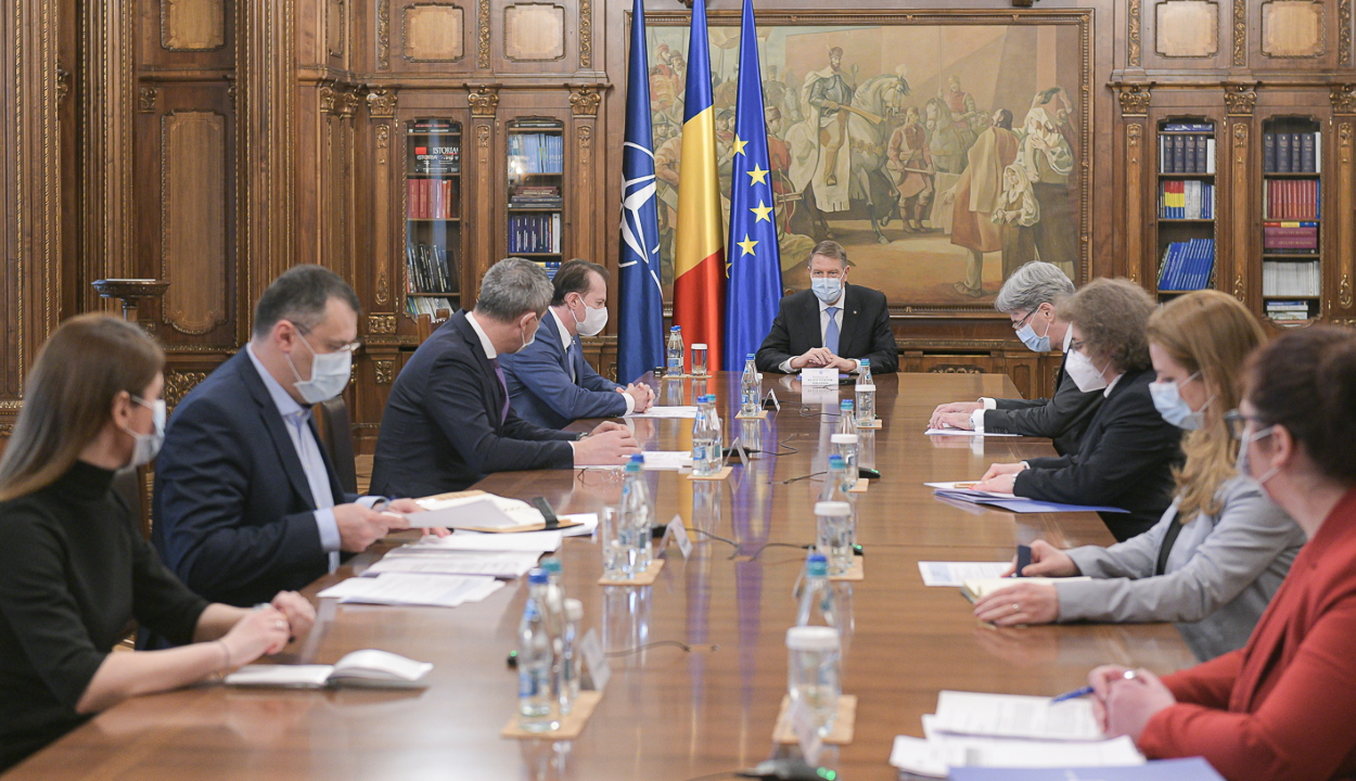 FRISSÍTVE: A Cotroceni-palotában tanácskozott az államfő a miniszterelnökkel és a kormány több tagjával
