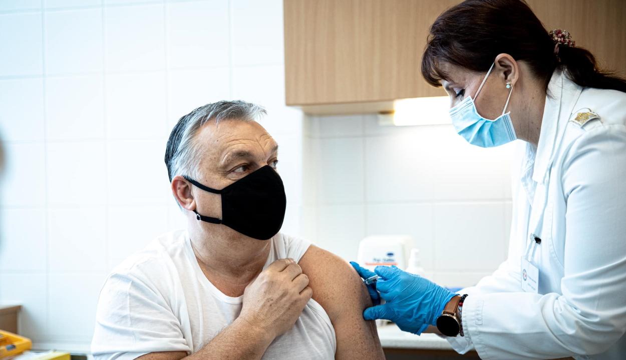Beoltották koronavírus ellen Orbán Viktort